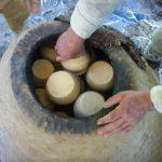 Bild 4: Einräumen des Ofens.
