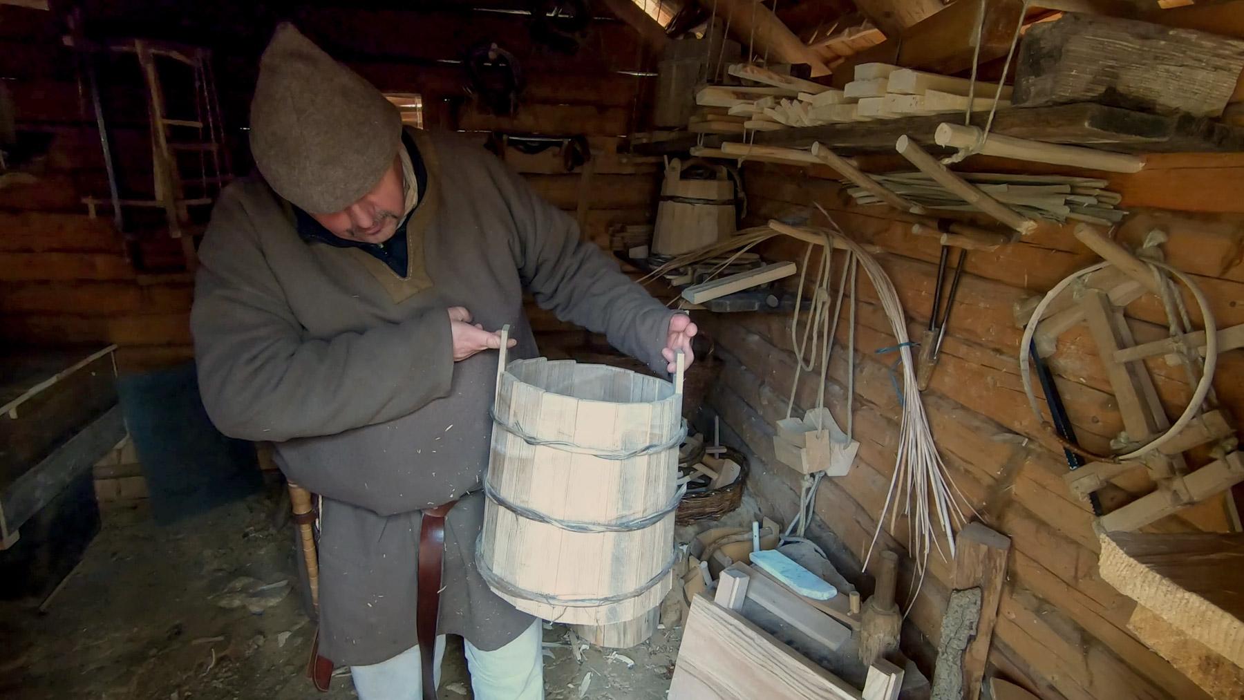 Video: Herstellung von Holzeimern